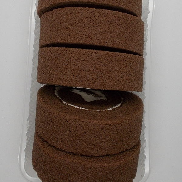 5つに切ったロールケーキ チョコ